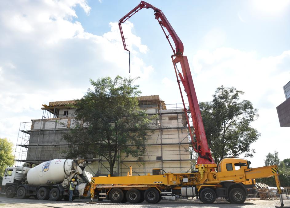 Warunki jakie muszą zostać spełnione do prawidłowego rozstawienia pompy do betonu